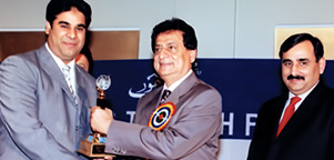 Receiving Business Award for year 2004 from The Federal Minister Mr. Liaquat Ali Jattoi