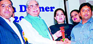 Mr. Abdul Rasheed from Model Steel receving Jang Business Award 2006 from Speaker National Assembly Ch. Ameer Hussain